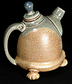 Teapot B by Oliver Peter-Contesse